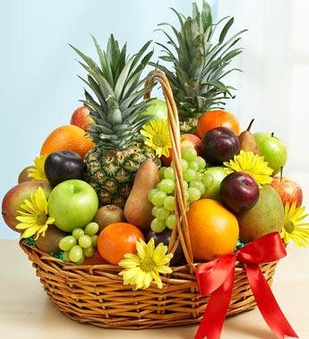 Ananas mango portakal ve yerli mevsim meyveli özel sepet aranjman