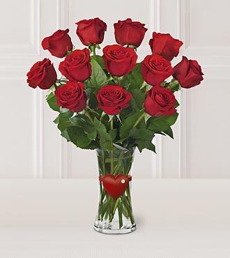 12 adet kırmızı güllerden hazırlanmış cam vazo arajman