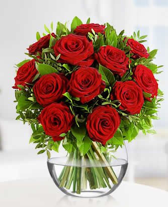 15 adet kırmızı güllerden hazırlanmış akvaryum vazo aranjman