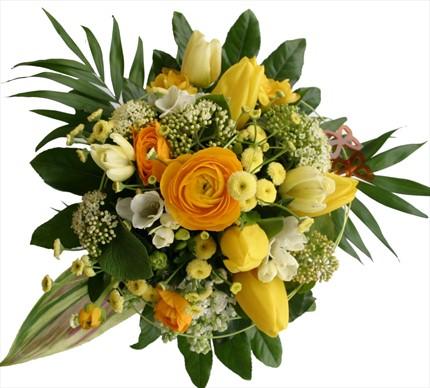 Sarı mevsim çiçeklerinden buket