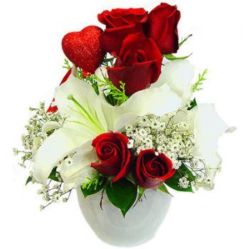 Kırmızı güllerle hazırlanmış seramik vazo aranjman