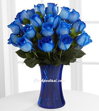18 adet mavi güllerden  hazırlanmış aranjman