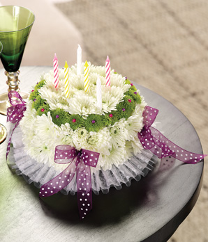 Kırçiçeklerinden hazırlanmış doğum günü aranjmanı