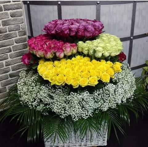 350 adet renkli güllerden fantastik tasarım aranjman