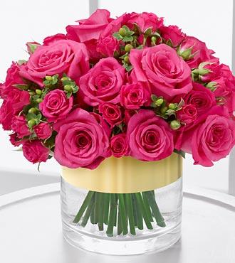 19 adet pembe güllerden hazırlanmış cam vazo aranjman