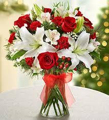 Kırmızı rengin yansıması /Ürünler  5 adet beyaz lilyum 5 adet kırmızı gül ve muhtelif mevsim çiçekleri