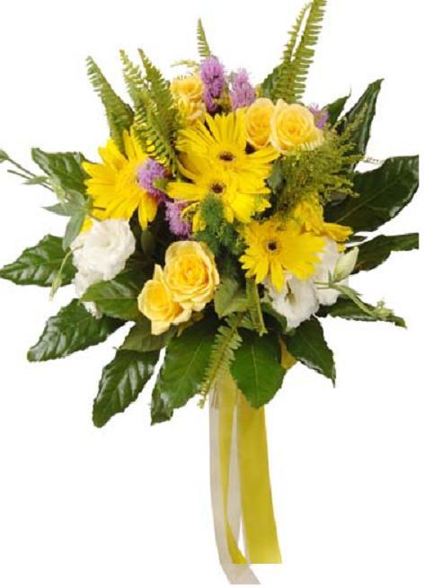 Sarı mevsim çiçeklerinden hazırlanmış buket