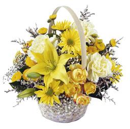 Sepet içerisine mevsim çiçekleri ile hazırlanmış arajman