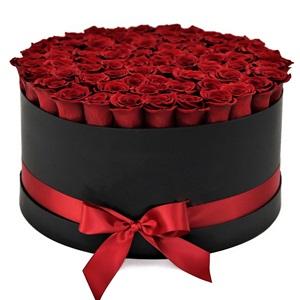 Gururlu siyah kırmızı büyü /51 adet özel seçilmiş kırmızı güllerile hazırlanmış butik tasarım