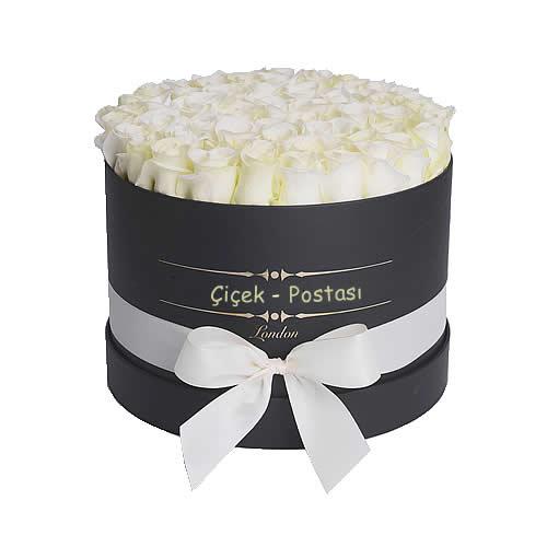 Beyaz mahsumiyet konsept / Silindir kutu içerisinde özel ithal beyaz güller ile hazırlanmış butik tasarım aranjman