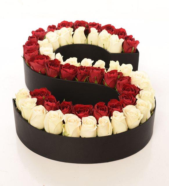 Beyaz ve kırmızının  buluşması /Yurt dışından özel ithal edilmiş 51 adet kırmızı ve beyaz güllerin konbinesi butik tasarım aranjman