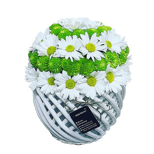 Beyaz papatya seramoni/özel ithal örgü seramik vazoda beyaz ve yeşil papatyalardan hazırlanmış butik tasarım