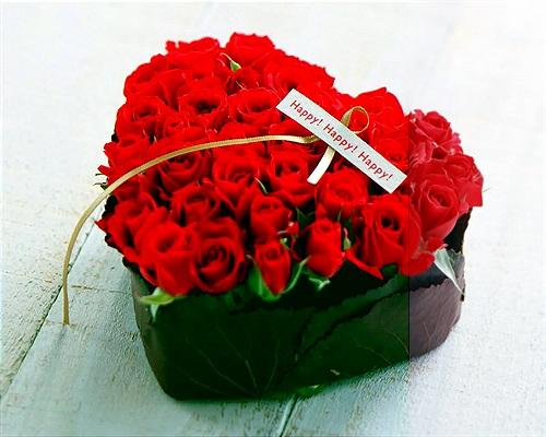 19 adet kırmızı güllerden hazırlanmış kalp aranjman