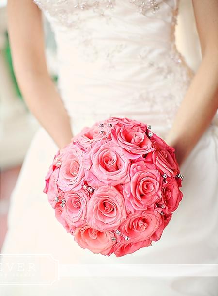 25 adet somon güller ile hazırlanmış yuvarlak el buketi